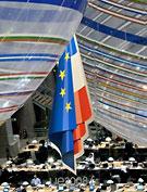 EUs och Frankrikese flaggor och lite lull-lull som symboliserar det franska ordförandeskapet.