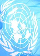 Del av en flagga med FNs logga