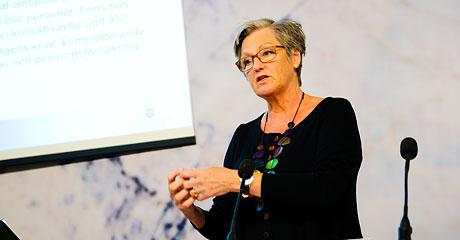 Cristina Husmark Pehrsson presenterar FunkA-utredningen om arbetshjälpmedel och försäkringar.
